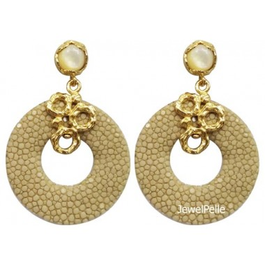 EA0254 stingray earring white coffeee